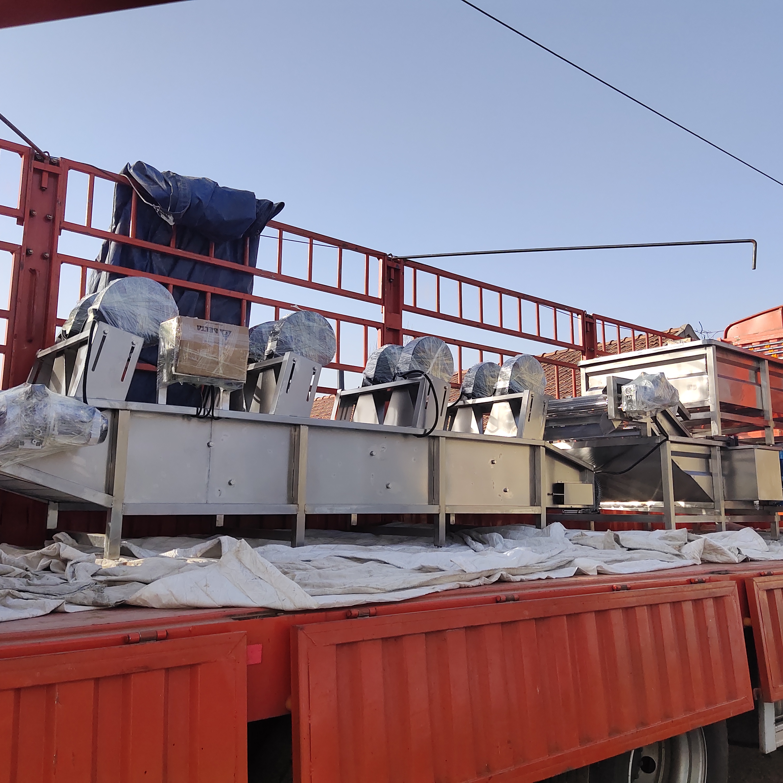 果蔬加工流水线设备 滚动式真空包装机装车发货