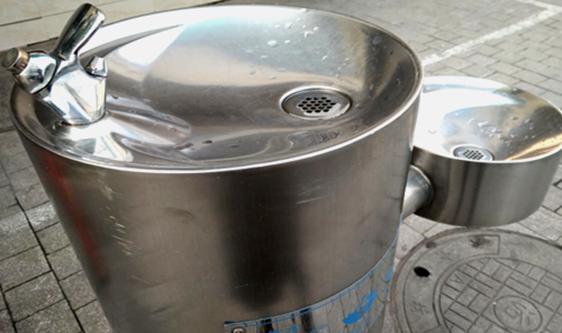 直饮水机解决户外饮水问题 管理维护保障供水安全
