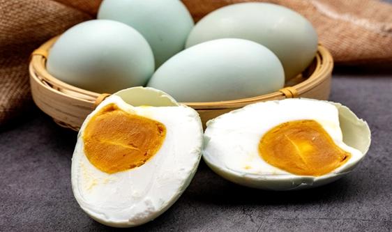 咸鸭蛋喜迎消费旺季 机械化腌制带来产能和品质提升