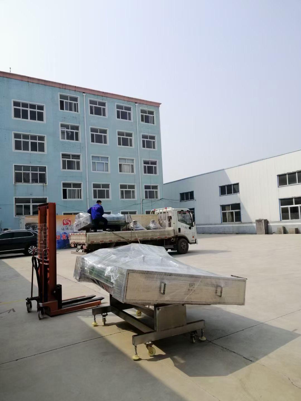 两台连续滚动式真空包装机发货内蒙古